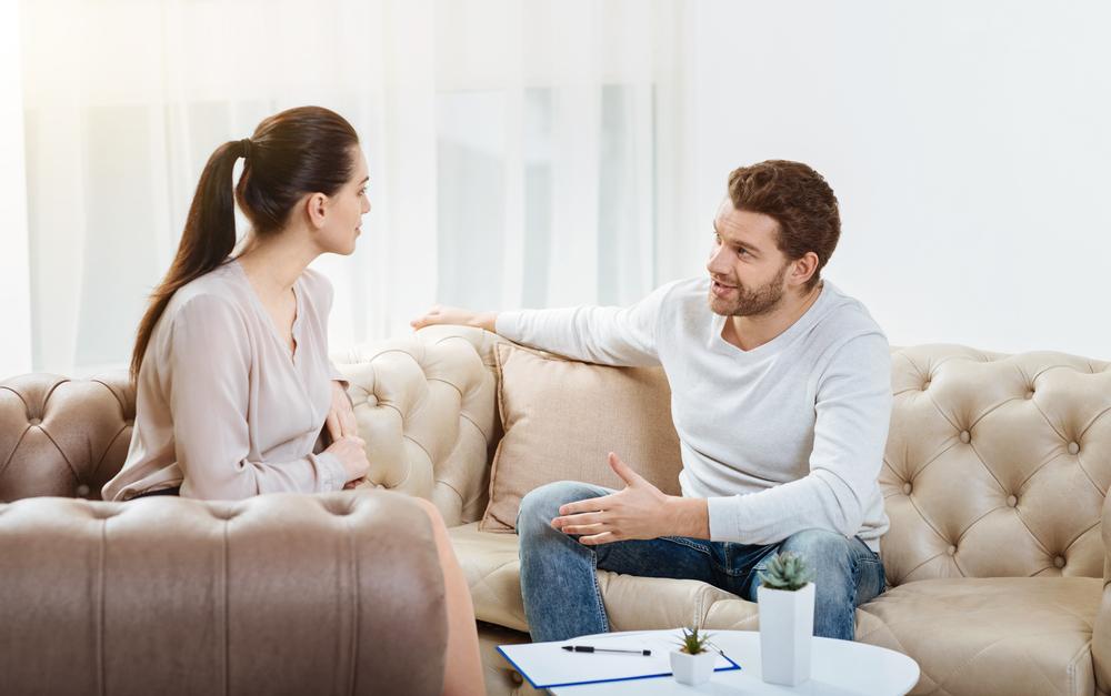 6 نصائح للتعامل مع الزوج البخيل