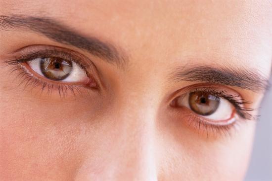 ماكياج العيون غير المثالية وكيفية إخفاء عيوبها