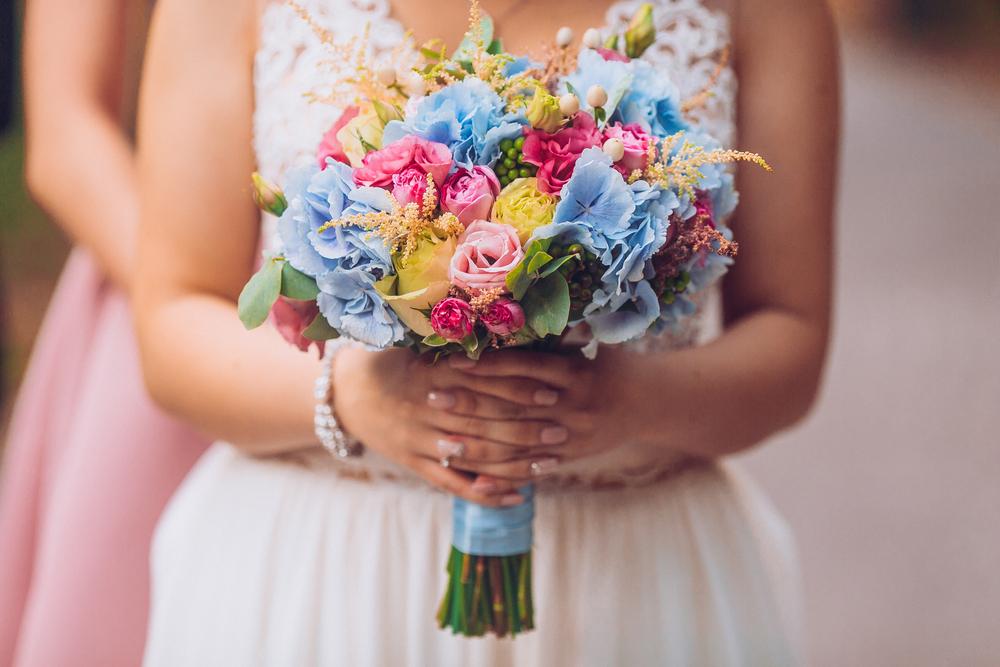 أية ورود تزينين بها حفل زفافك؟