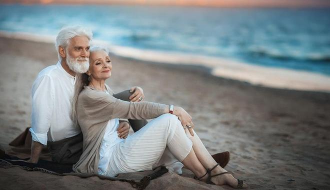 هكذا تنجحين علاقتك الزوجية بوجه أزمة منتصف العمر